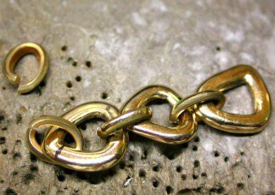 Après fabrication des anneaux d'emmaillements, début du montage.